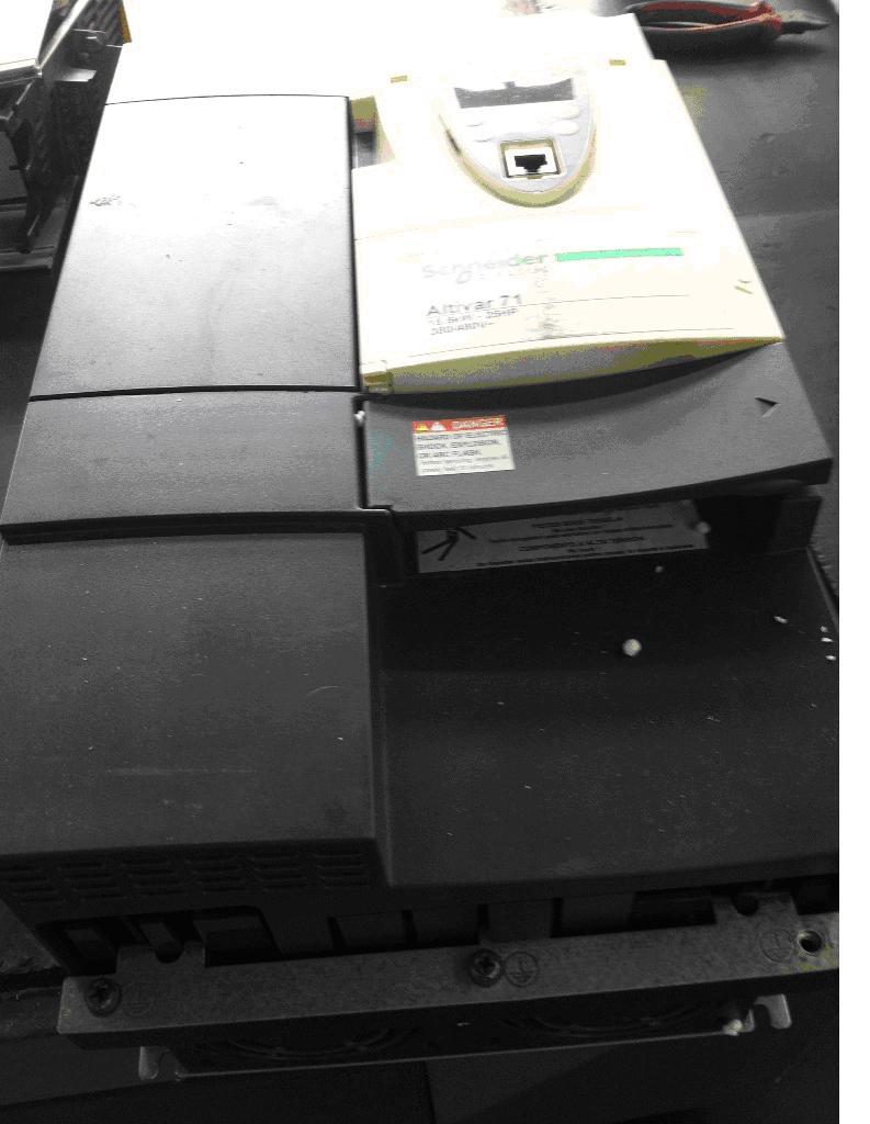 施耐德变频器atv71上电无显示故障维修总结